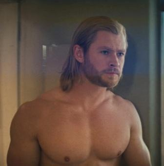 chris-hemsworth-body-in-avengers