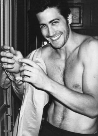 jake-gyllenhaal-body