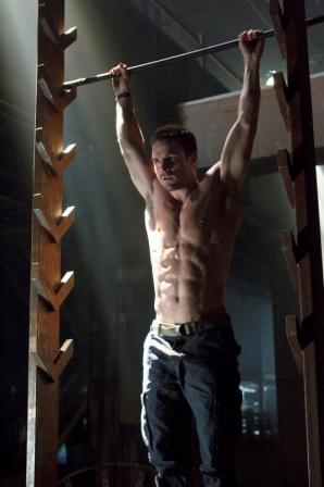 Stephen Amell Body Muscles in Arrow