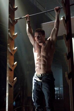 Stephen Amell Body Muscles in Arrow