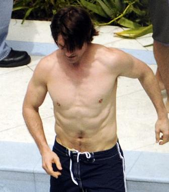 tom-cruise-body