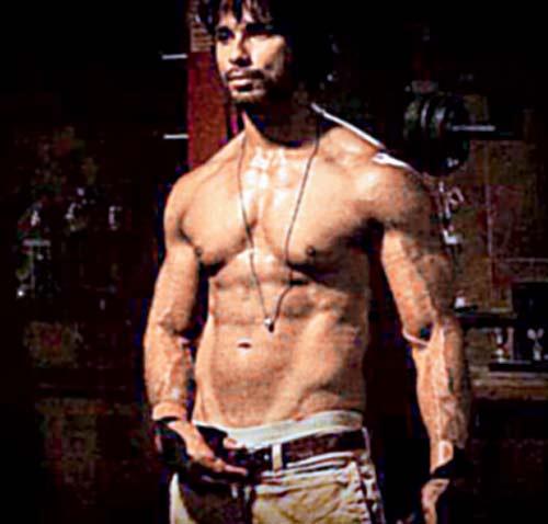 Shahid Kapoor's Body in Rambo Rajkumar